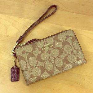 Coach 🌺 Signature Double Zip Wristlet Wallet